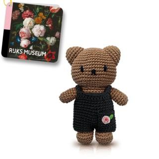 Strickpuppe Boris Bär in schwarzer Latzhose mit Rose