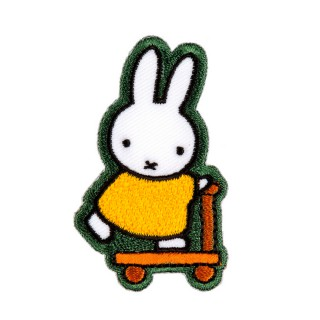 2 in 1 Bügelbild-Sticker Miffy fährt Roller